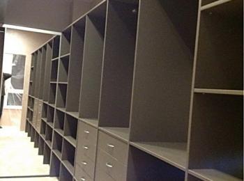 Гардеробная 07 открытые шкафы для хранения