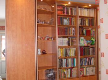 Книжный шкаф 016 на три секции