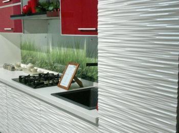 Кухонные шкафы 011 - 3Д фасад в сочетании с красным стеклом