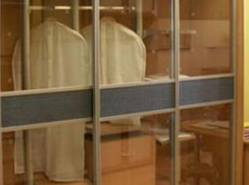 Шкаф-купе 044 трехстворчатый с прозрачными стеклами