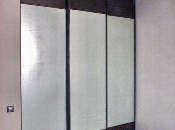 Встроенный шкаф купе 010 на 3 створки с зеркалами