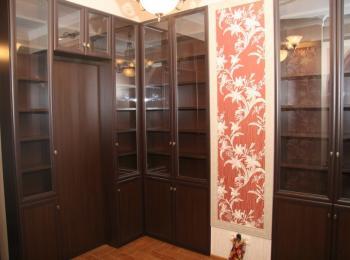 Большой книжный шкаф 017