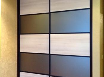Шкаф-купе 093 двустворчатый с матовым стеклом