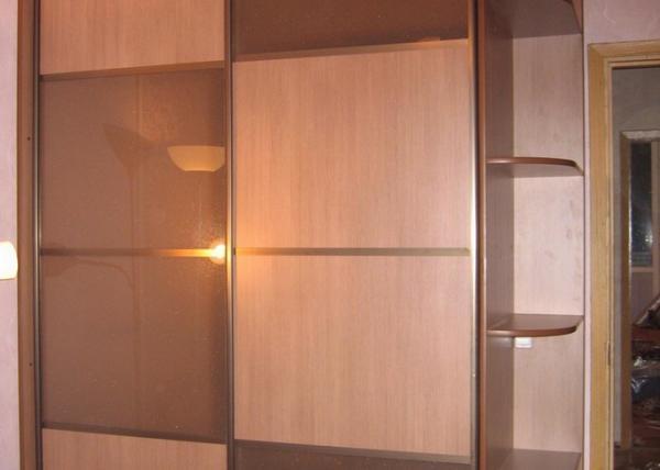 Двухстворчатый шкаф-купе 080 с угловыми полочками