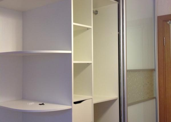 Красивый шкаф купе 084 в белом цвете