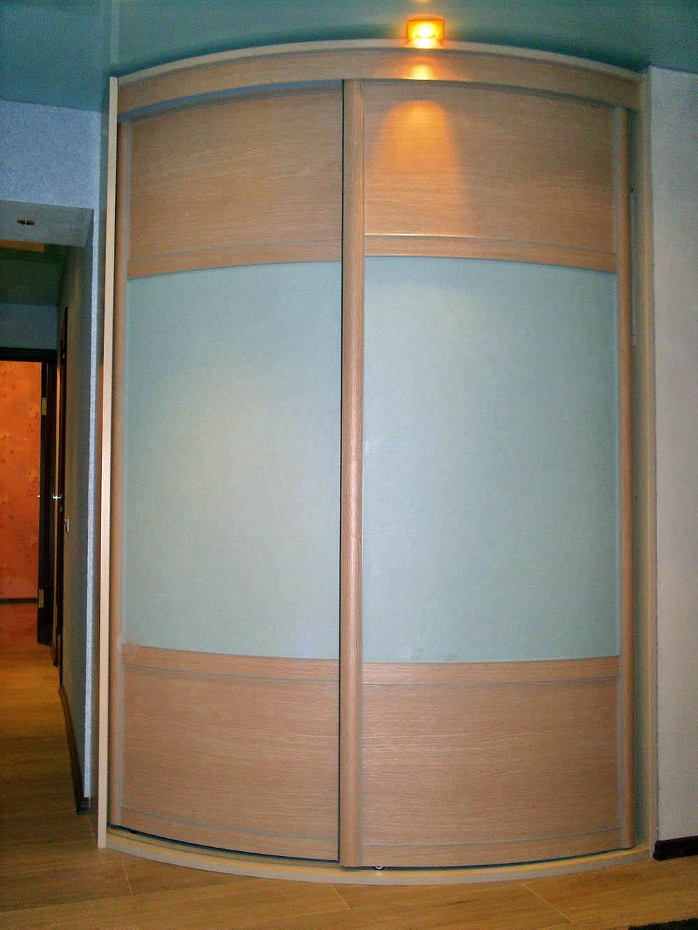 Радиусный шкаф-купе 011 с матовым стеклом