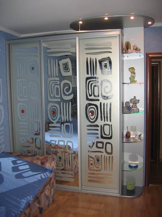 Шкаф-купе 017 для спальни в стиле техно