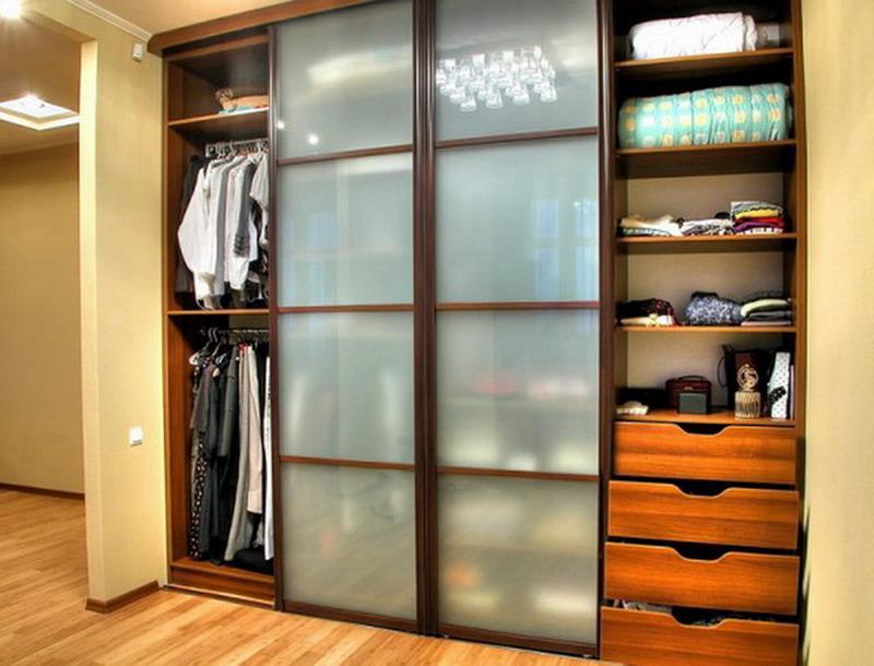 Встроенный шкаф купе 006 на четыре створки с матовым стеклом