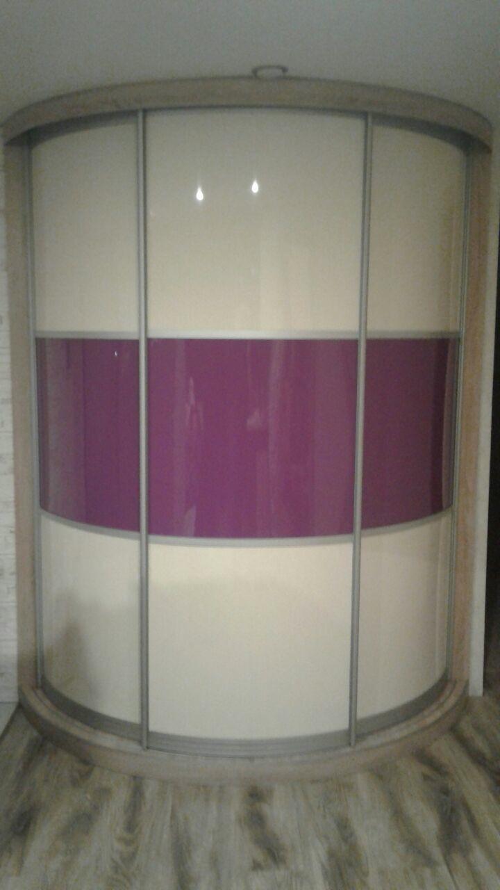 Радиусный шкаф в бело-сиреневых тонах №018