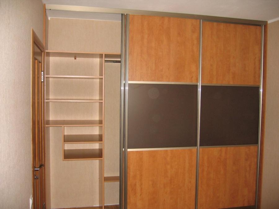 Встроенный шкаф купе на три секции 013