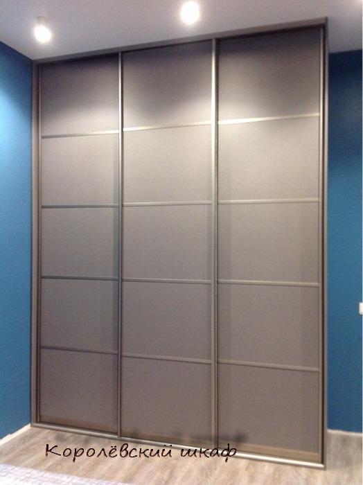 Шкаф-купе 092 серебристо-серый из трех секций