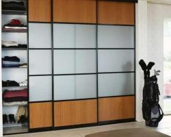 Встроенный шкаф купе 003 из трех створок